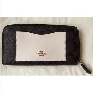 Coach Colorblock Accordion Logo Zip Wallet #F57318